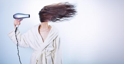 Wir alle machen es falsch: So trocknest du deine Haare richtig