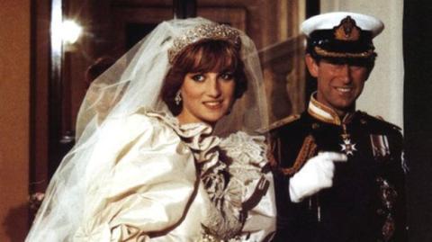 Unveröffentlichte Hochzeitsfotos von Lady Di und Prinz Charles.