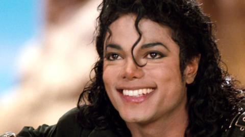 Michael Jackson: 8 Jahre nach seinem Tod rückt Paris nun ein seltenes Foto ihres Vaters heraus