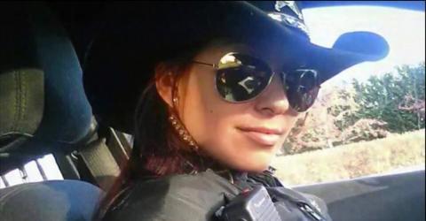 Polizistin veröffentlicht ein Foto von sich und riskiert damit ihren Job