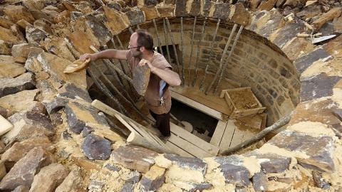 Burg Guédelon: Der Bau einer mittelalterlichen Burg - nur mit den damaligen Werkzeugen