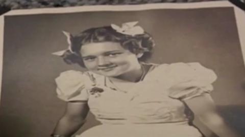 Mit 14 ist sie schwanger, doch man nimmt ihr ihre Tochter weg... 82 Jahre später kommt es zu einem Wiedersehen von Mutter und Tochter