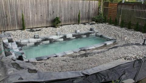 Kostengünstiger DIY-Pool für den eigenen Garten