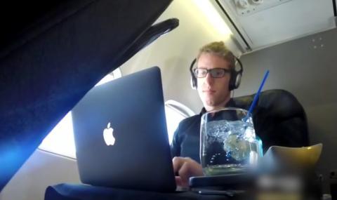 Er fliegt sechzehn Mal rund um die Welt - erster Klasse und gratis!