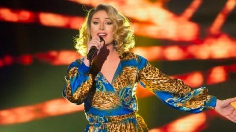 TV-Premiere: Drag Queen tritt bei The Voice auf