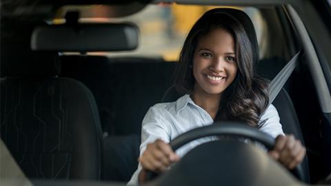 Unfallgefahr mit dem Auto: Warum Frauen gefährdeter sind als Männer