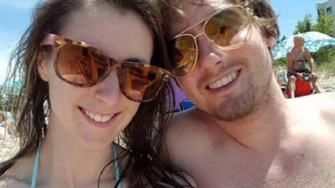 Nach Strandspaziergang: Pärchen holt sich furchtbare Fußinfektion