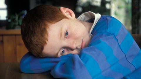 Junge (6) klagt über Kopfschmerzen: Was die Ärzte finden, macht betroffen!