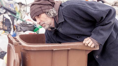 Obdachloser findet Foto in Mülltonne: Dann wird sein Leben zum Disneyfilm