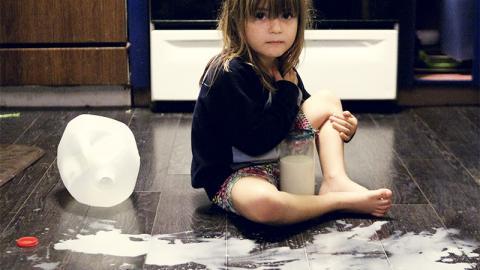 Eltern denken, ihre Tochter ist tollpatschig, doch dahinter verbirgt sich etwas völlig Unerwartetes