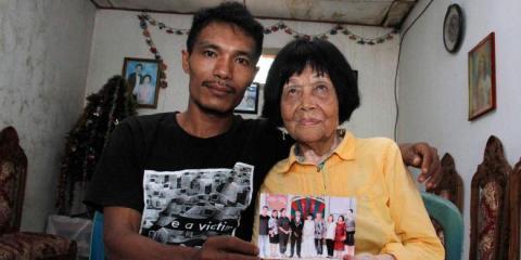 Diese Großmutter ruft versehentlich einen 28-Jährigen an ... und heiratet ihn