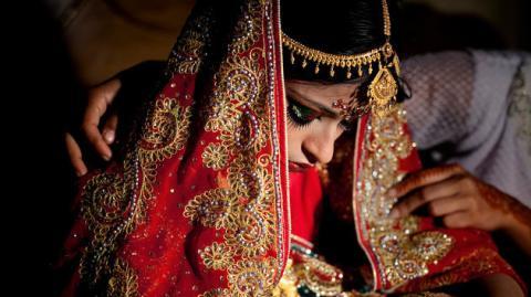 Herzzerreißende Bilder einer jungen Frau, die in Bangladesch zwangsverheiratet wird