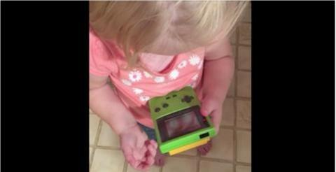 Zeitreise: So gehen Kinder von heute mit dem Gameboy der 90er Jahre um