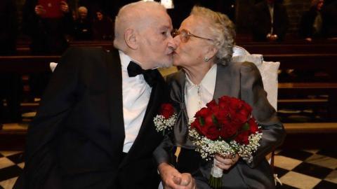 Dieses Paar hatte sich im Krieg aus den Augen verloren... 70 Jahre später finden sie sich wieder, doch diesmal für den Rest ihres Lebens