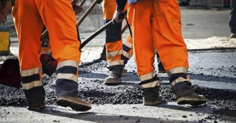 Bauarbeiter beerdigen mit heißem Asphalt und bei lebendigem Leibe ein hilfloses Lebewesen!
