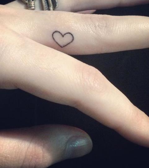 finger tattoo  kleine tattoo ideen fuer frauen