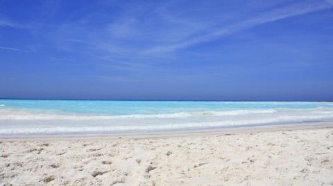 Italien: Glasklares Meer und strahlend weißer Strand - doch die Ursache ist grauenvoll