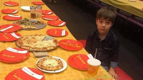 Er will seinen Geburtstag feiern, doch niemand kommt!