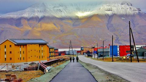 Longyearbyen auf Spitzbergen (Norwegen): Sterben streng verboten!