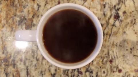 Diese Art Kaffee zu machen ist total verrückt. Probieren Sie es aus!