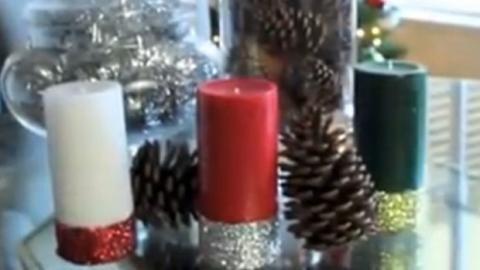Basteln Sie ganz einfach Glitzer-Kerzen selber. Ideal als Deko für Ihren Weihnachtstisch!