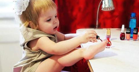 Das sind die fatalen Folgen, wenn sich Kinder die Nägel lackieren