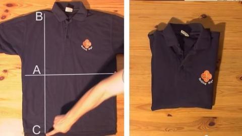 Mit diesem Trick falten Sie Ihr T-Shirt in Nullkommanichts.