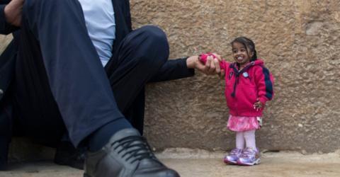 Größter Mann der Welt trifft die kleinste Frau der Welt
