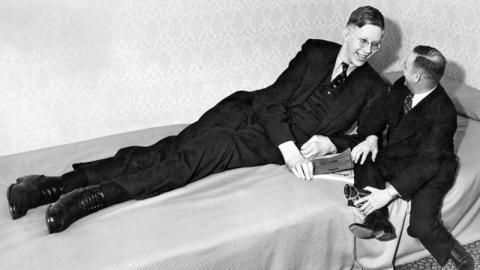 Der größte Mann der Welt: Amerikaner Robert Wadlow war 2,72 Meter groß