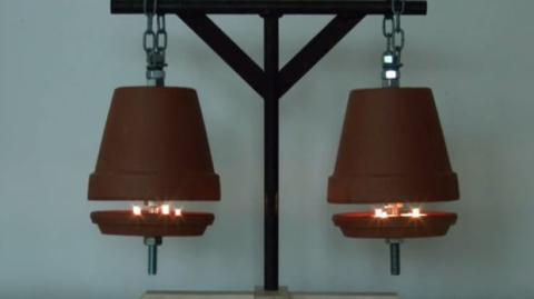 Diese Lampe lässt sich ganz leicht basteln. Eine originelle Deko!