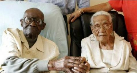 Zusammen sind sie 213 Jahre alt: Dieses Paar feiert einen Rekord, 83 Jahre Ehe!