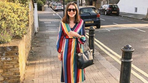 Ihr Freund kritisiert ständig ihre Outfits, dann hat sie eine geniale Idee