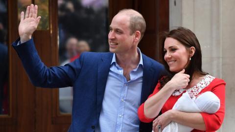 Kate Middletons rotes Kleid bei Geburt ihres dritten Kindes