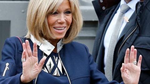 Brigitte Macron ist die Doppelgängerin einer berühmten amerikanischen Schauspielerin! Aber seht selbst!