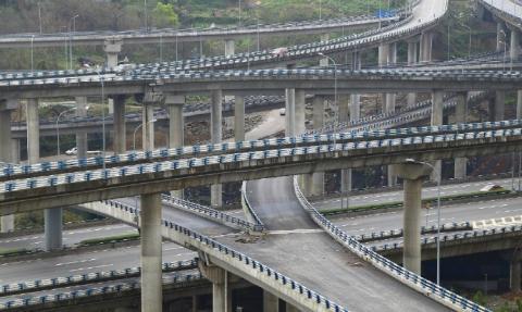 Chongqing, China: Das neue Autobahnkreuz Huangjuewan macht es unmöglich, die Stadt zu verlassen