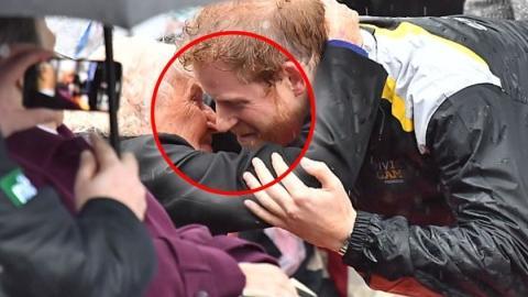 Daphne Dunne: Diese 97-Jährige hat 7 Stunden im Regen gewartet, um Prinz Harry zu umarmen