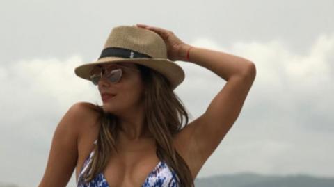 Eva Longoria hat einige Kilo zugenommen! Mit Freude zeigt sie sich im Bikini am Strand!