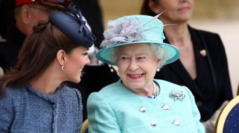 Kate Middleton: Queen Elizabeth macht ihr ein sehr symbolisches Geschenk