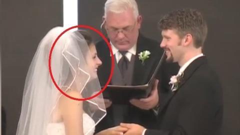 Alles verlief ganz normal bei dieser Trauung, bis er ihr den Ring ansteckte. Von da an lief alles aus dem Ruder!
