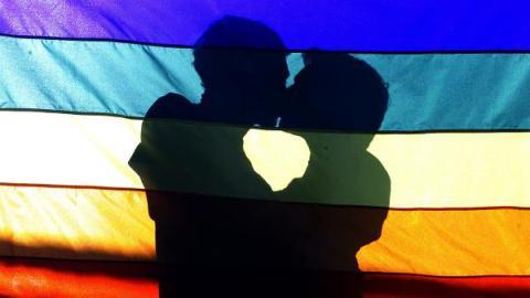 Brasilien: Homosexuelle Paare stürmen zum Traualtar – bald könnte es zu spät sein