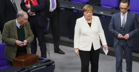 Im Moment ihres Sieges macht Merkel etwas, das zeigt, wie mächtig sie immer noch ist