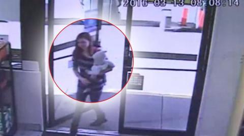 Eine Kassierin rettet einem Säugling das Leben, als dessen Mutter vor ihrer Kasse zusammenbricht