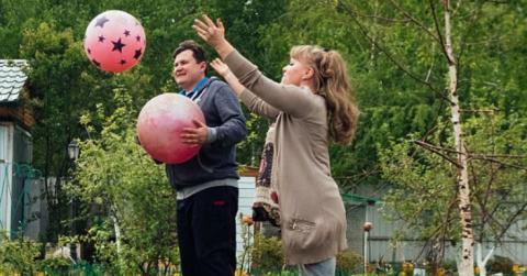 Sowas gibt es nur in Russland: Paar lebt mit dem 140 Kilo schwerem Haustier!
