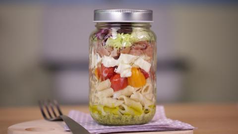 Lecker und praktisch als Take-Away: Italienischer Shaker-Salat