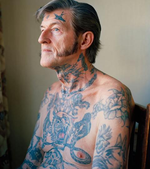 Tattoos mit alte frauen Chin in