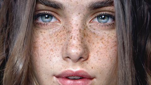 Es sieht aus wie das Bild einer jungen Frau. Wenn man näher hinschaut, erkennt man die Wahrheit!