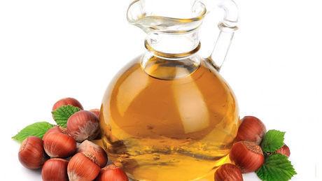 Haselnussöl: Anwendung und Wirkung für Körper, Gesicht und Haar