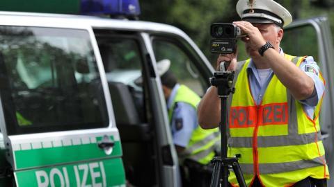 Raser: Mit 14 km/h zu schnell geblitzt, doch die Polizei gratuliert ihm nur!