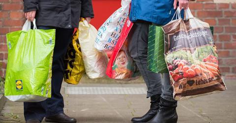 Beleidigung im Supermarkt: Nachricht auf Einkaufstüten macht Verbraucher furchtbar wütend