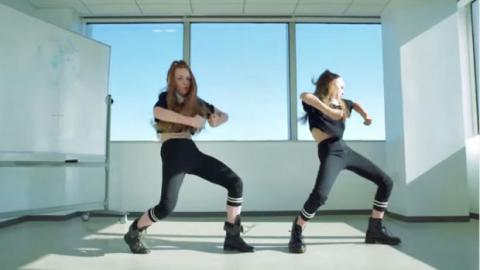 Sie betreten ein Büro und beginnen einfach zu tanzen!
